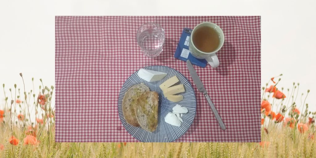 """Voilà, this is a """"strict"""" Chrononutrition breakfast cheese tea water bread toast"""