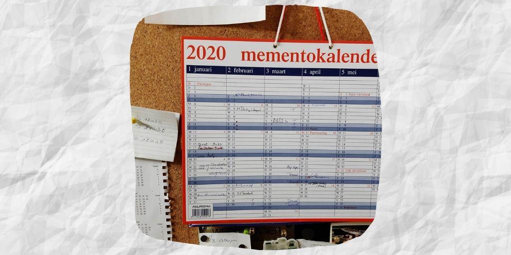 Bij mijn ouders hangt de mementokalender in de eetkamer aan een groot prikbord!