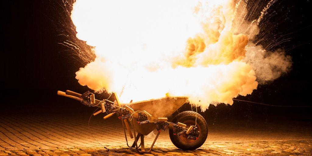 Dit was ongeveer de explosie in de oven van mijn partner... Ongeveer... een ontplofte kruiwagen