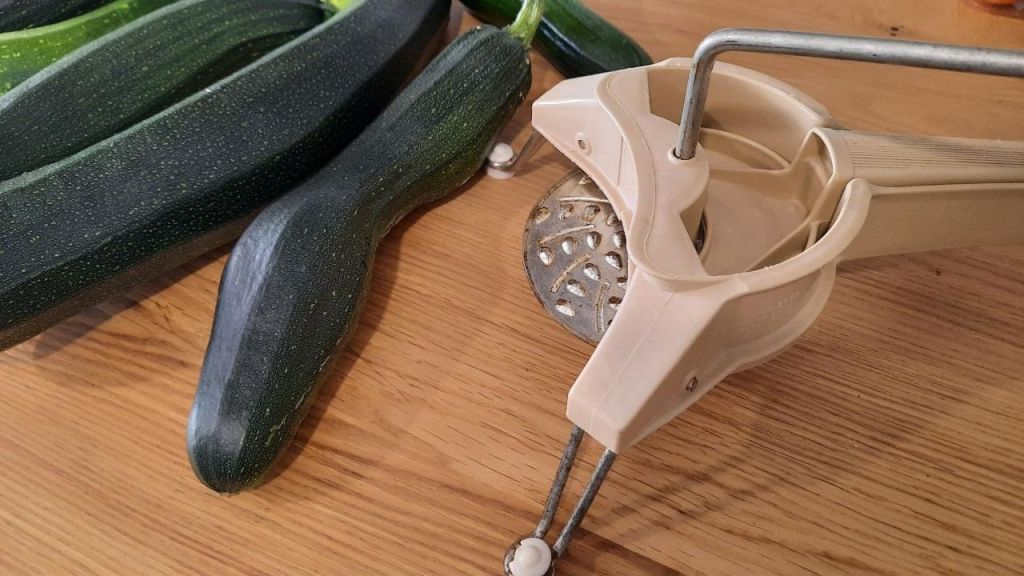 julienne machine with courgette