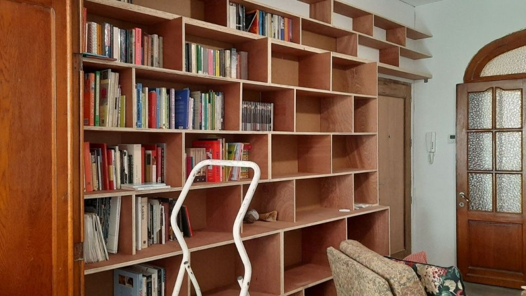 filling a bookcase with books, light brown, red, oak, meranti