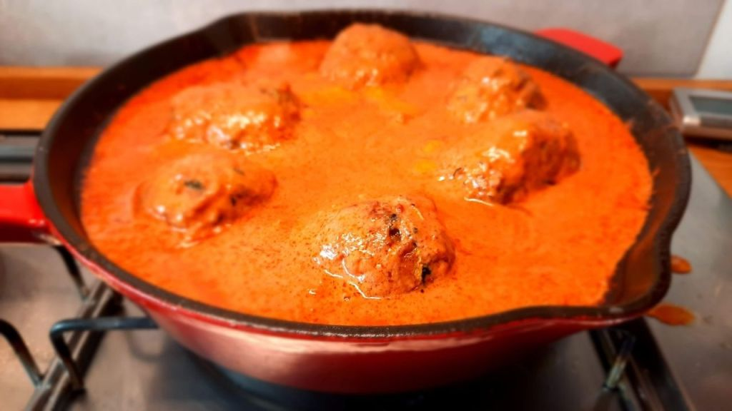 meatbals with creamy tomato sauce